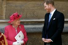 Елизавета II и принц Гарри. Фото: Steve Parsons / Reuters