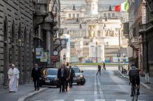 Папа Римский на опустевшей улице Рима. Фото: Vatican Media / Reuters