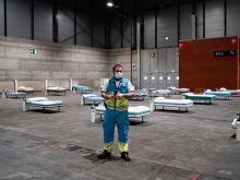 Рабочий в новом полевом госпитале для пациентов, зараженных коронавирусом. 21 марта 2020 года, Мадрид, Испания Getty Images. Фото: Comunidad de Madrid via Getty Images
