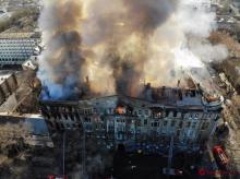 Пожар в здании, где находился экономический колледж. Фото ГСЧС