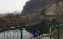 Фото: забор на границе КНДР (Colin Toms / Twitter)