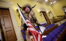 Фото: сторонник движения QAnon при захвате Капитолия (GettyImages)