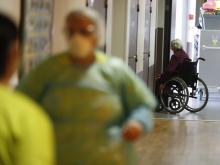 В одном из домов престарелых во Франции (иллюстрация). AP Photo/Jean-Francois Badias