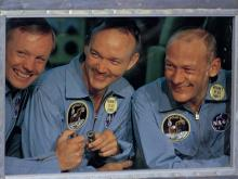Экипаж Аполлон-11. Майкл Коллинз в центре. AP Photo/Barry Sweet