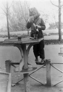 Одесса. Приморский бульвар, закусочная напротив гостиницы «Одесса» («Лондонская»). Фотограф А.И. Радишевский. 1959 г.