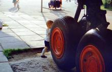 Фрагмент самолета-кинотеатра в парке им. Горького, фотограф Игорь Алексеев, 1984 г.