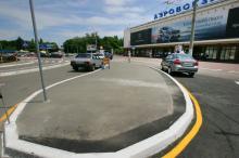 Площадь перед аэропортом, фотограф Вячеслав Теняков, 24 июня 2014 г.