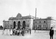 Вокзал и привокзальная площадь, 1890-е годы