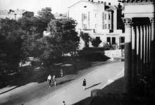 Вид на сквер перед кинотеатром «Родина»