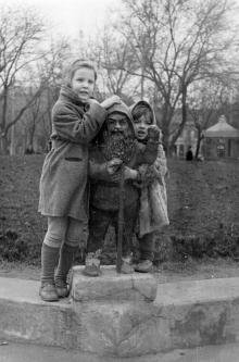 Одесса. В Кировском сквере. Фотограф В.Д. Легенький. 1960 г.
