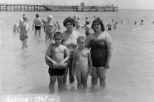 На пляже в Аркадии, 1967 г.