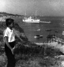 Отрада, на заднем плане теплоход «Львов», фотограф Игорь Алексеев, 1965 г.