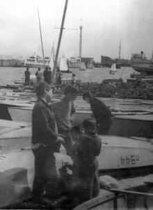 Отрада, яхтклуб, в глубине гавани у мола пароход «Чехов», 1980-е годы