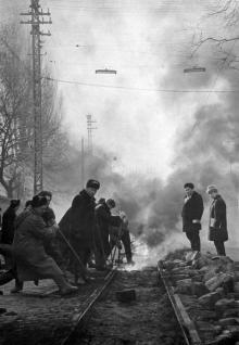 Демонтаж трамвайной линии по ул. Свердлова (Канатной), фотограф А. Балык, фото из музея ОГЭТ, начало 1960-х годов