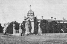 Убежище в память 17 октября 1888 года (на площади Куликово-поле). Фотография в книге «Одесса. 1794–1894». 1894 г.