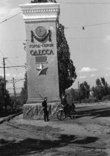 Начало проспекта Добровольского (трамвай уходит направо), 1969 г.