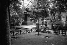 Памятник В.И. Ленину во дворе дома по Дерибасовской, 16, фотограф Александр Стринадко, 1980-е годы