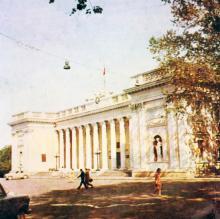 Здание горсовета, фотограф В.Г. Никитенко, 1975 г.