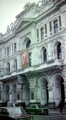 Ул. Садовая, здание почтамта, фотограф В.Г. Никитенко, 1975 г.