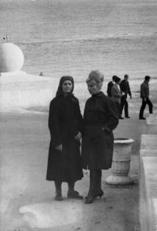 Возле шара на Ланжероне. Одесса. 1960-е гг.