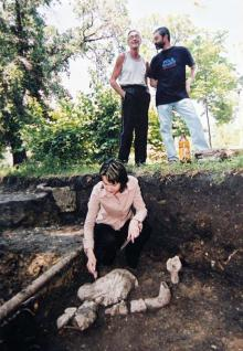 Археологические раскопки возле Дворца пионеров, фотограф Иван Череватенко, июнь 2004 г.