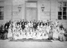Групповая фотография воспитанниц Одесского института благородных девиц