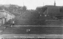 На ступеньках сидит Сергей Эйзенштейн, 1936 г.