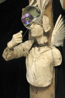 Откопанная скульптура пионера с 2012 г. находится в мастерской художника Е. Голубенко