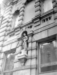 Ул Челюскинцев (Кузнечная), 57, фрагмент здания бани Исаковича, фотограф В.Г. Никитенко, 1970-е годы