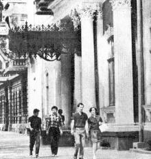 Ул. Пушкинская,  вход в музей западного и восточного искусства, 1970-е годы