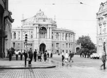 Одесса, оперный театр, ул. Ленина (Ришельевская), фотограф Василий Фертюк, начало 1970-х годов