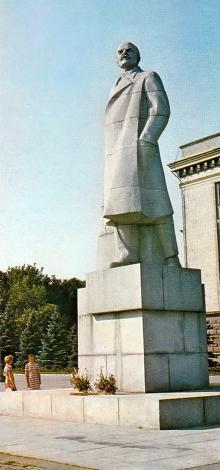 Одесса, памятник В.И. Ленину на площади им. Октябрьской революции, 1980 г.