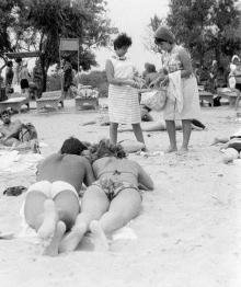 Одесса, на пляже в Лузановке, 1960-е годы
