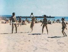Одесса, на пляже в Лузановке. Фото из брошюры «Пляжи Одессы». 1983 г.