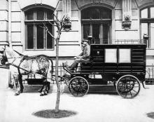 Одесса, Валиховский переулок. Автокарета для медицинской бригады станции скорой помощи