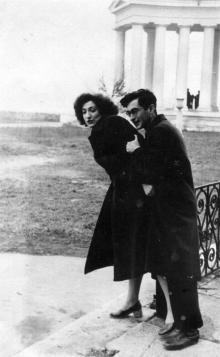 Одесса, возле Воронцовского дворца Яков Бардах, начало 1950-х годов