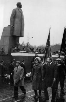 Первомайская демонстрация в Одессе на площади им. Октябрьской революции, начало 1980-х годов