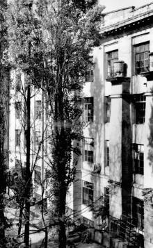 Одесса, ул. Чичерина, здание обувной фабрики, расположенное внутри двора, 1979 г.