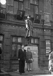 Одесса, памятник Кирову перед заводом
