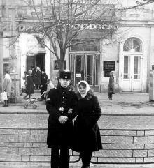 Одесса, ул. Дерибасовская, за спиной гостиница «Спартак»