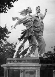 Одесса. Скульптура на территории санатория им. Чкалова