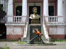 Одесса.  Рыбколхоз им.Шмидта  (между 16-й станцией БФ и монастырем). Тут находился памятник П.П. Шмидту.