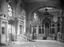 Интерьер собора после реконструкции 1900-1903 г. Северный придел и могилы архиепископов Иоанникия и Никанора