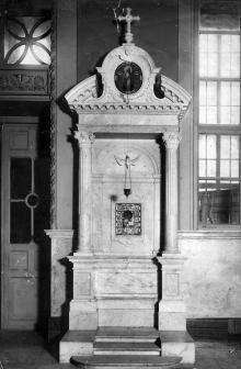 Интерьер собора после реконструкции 1900-1903 г. Киот с древней иконой св. Николая