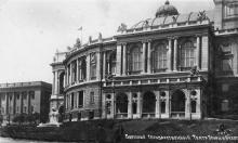 Одесса. Гор. театр им. Луначарского. Почтовая открытка. По штемпелю 1932 г.