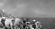 Одесса, на пляже на 8-й станции Фонтана, 1956 г.