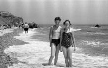 Одесса, на пляже на 8-й станции Фонтана, фотограф Борис Владимирович Зозулевич 1956 г.
