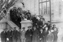 Одесса, на ступенях археологического музея, 1940 г.