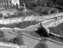Одесса. Спуск с ул. Короленко от Комсомольского бульвара на ул. Приморскую, в р-не художественного музея (т.н. Швейцарская долина), 1950-е годы