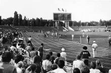 Одесса, легкоатлетические соревнования на стадион «Черноморец». Фотограф Николай Марачев. Начало 1970-х годов